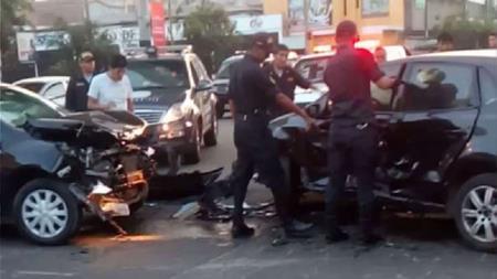 Semáforo malogrado ocasionó choque de dos vehículos