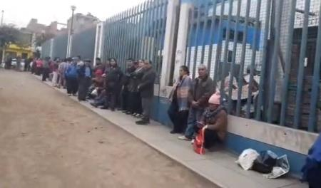 Largas colas por cita en el Hospital Aurelio Díaz Ufano