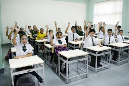 Pronied entrega mobiliario a colegios en SJL y Lima
