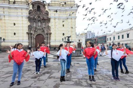 fiestas-patrias-ninos-interpretan-cancion-en-lengua-de-senas