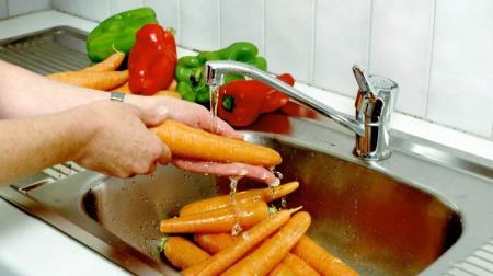 ¿Se puede lavar frutas y verduras con jabón durante la crisis del coronavirus?