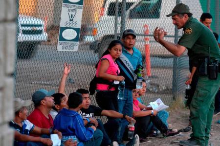 Inmigrantes en EEUU prefieren no pedir ayuda médica por temor a que se la nieguen