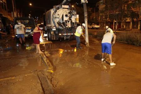 Vuelve a inundarse la avenida Tusílagos