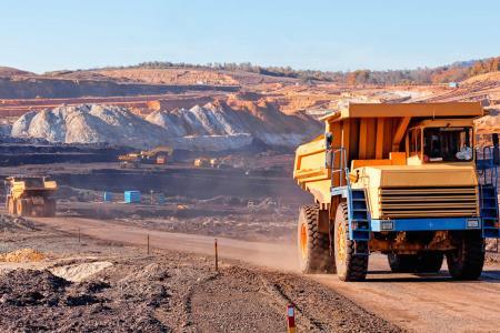Anuncian reinicio gradual de actividades clave como minería y construcción