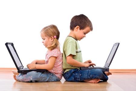 Niños corren riesgo por excesivo uso de internet durante pandemia