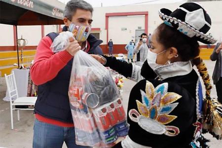 Entregan ayuda a asociación de artistas populares de San Juan de Lurigancho
