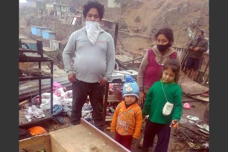 Incendio consume humilde vivienda de madera y familia queda en la calle