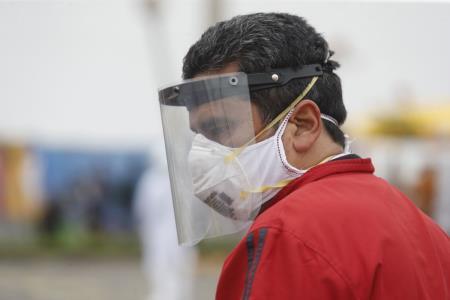 Protector facial reduciría en más del 90% riesgo de contagio de coronavirus según el Minsa