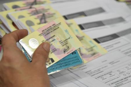 Licencias vencidas de vehículos particulares tendrán vigencia hasta 31 de enero del 2021