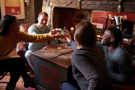Ministra Mazzetti: Es poco probable que bares y discotecas reabran