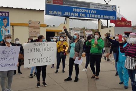 Enfermeras del hospital de SJL realizan plantón para denunciar falta de pagos