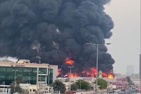 alerta-en-emiratos-arabes-unidos-por-un-gran-incendio-en-la-ciudad-ajman