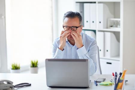 ¿Realizas teletrabajo? recomiendan descansar cada 45 minutos para cuidar salud ocular