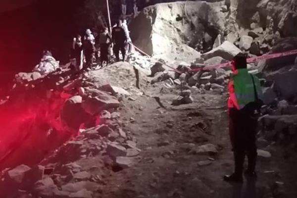 Mujer fallece tras caerle enorme roca en Campoy