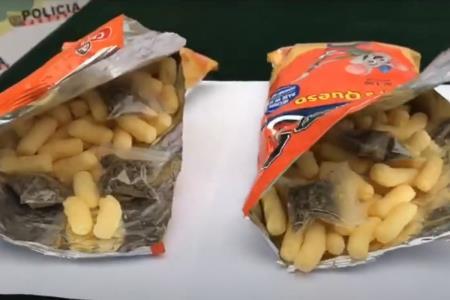 Mujer vendía drogas dentro de bolsas de chizitos en Urb. Las Flores