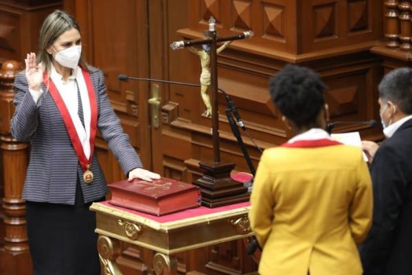 María del Carmen Alva fue electa presidenta del Congreso 2021-2022