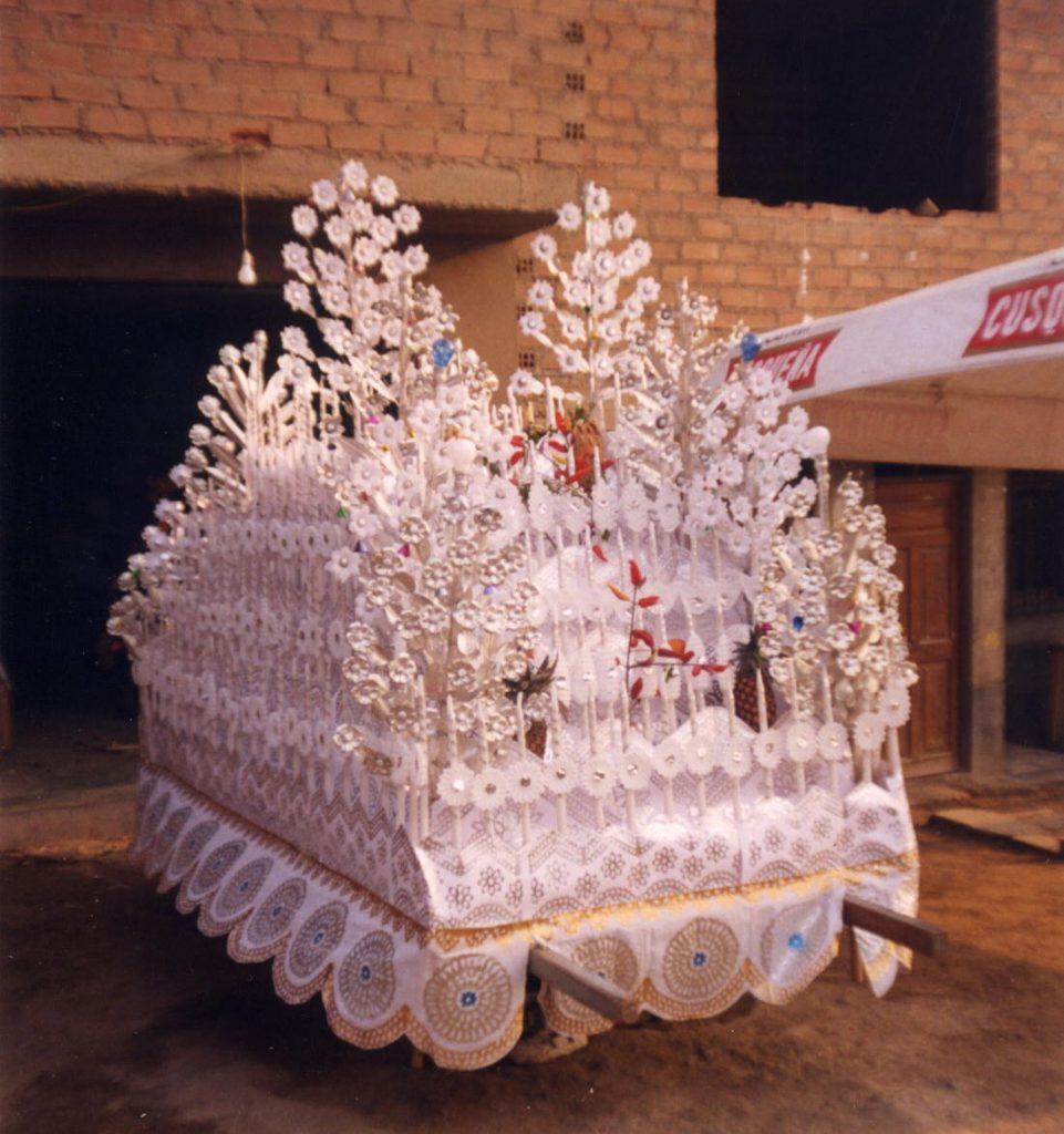 Preparación de un anda en Villa Huanta en 1999