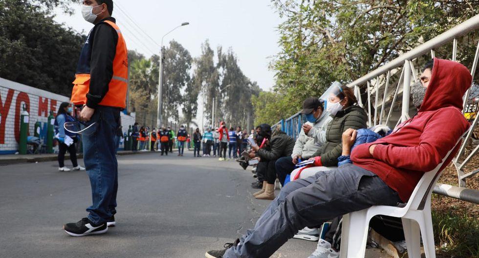 Largas colas se registraron en Av. Próceres de la Independencia (Foto: Juan Ponce Valenzuela)
